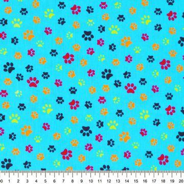 Tecido-Tricoline-Pegadas-Coloridas-Fundo-Azul-Della-Aviamentos-9466.